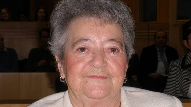 Hana Tvrská se každoročně účastnila dubnových setkání na místě bývalé synagogy v Českých Budějovicích, připomínajících transport Židů do Terezína v roce 1942.