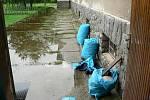 Ve Strýčicích se voda dostala nejen do školního sklepa nebo do krajního stavení v obci na horním konci obce. Vyplavila i hospodu, která leží asi nejníže z celé vsi nedaleko potoka.