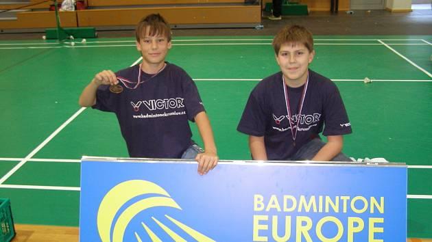 Úspěšní třináctiletí badmintonisté Kotyza s Janáčkem vybojovali na turnaji ve Slovinsku medaili.