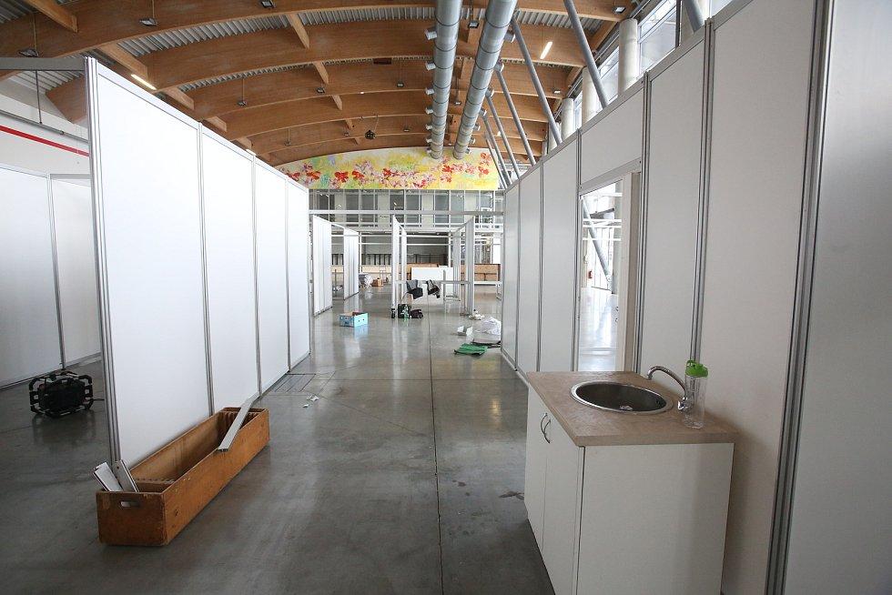 Očkovací centrum v pavilonu T na českobudějovickém Výstavišti by mělo odbavit až 1000 zájemců o očkování za den.