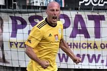 Ivo Táborský se raduje ze svého vítězného gólu s Vlašimí.