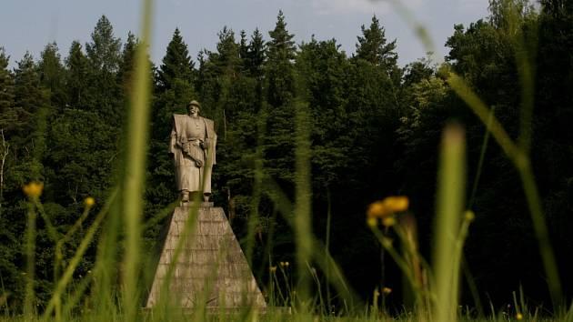 V Trocnově, kde se narodil, má Jan Žižka památník. Jihočeské muzeum otevře v areálu 19. června novou stálou expozici.