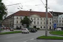 Budova kasáren na Mariánském náměstí.