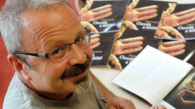 Novinář Marek Kerles napsal pohádkovou knihu Jak se O stalo králem.