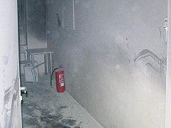 VYŠETŘOVÁNÍ. Příčiny vzniku požáru dosud nejsou známé. První verze možná stanoví vyšetřovatelé v pondělí.