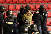 Motor nehrál. Přesto z českobudějovické Budvar Arény vyváděli policisté nevychované fanoušky. Celkem 250 lidí se dopoledne zapojilo do součinnostního policejního cvičení.