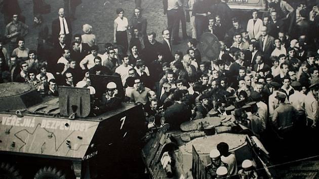 Snímek z výstavy Nejdelší noc 21.8.1968 v Brně.