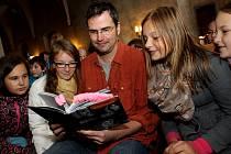 Tábor patřil od 3. do 5. října knihám, festival Tabook, zaměřený na malé nakladatele, přilákal stovky lidí. Na snímku spisovatel Marek Toman s knihou o Golemovi.