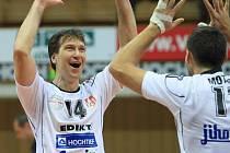 Petr Zapletal a Radek Motys (zleva) se radují z vítězství nad ČZU Praha.