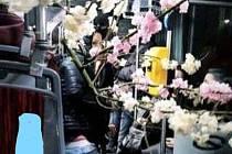 Zmizela květinová konstrukce.