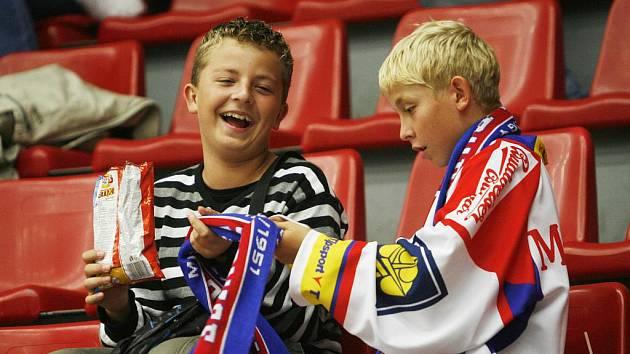 Hokejová extraliga v Českých Budějovicích má příznivce ve všech věkových kategoriích.