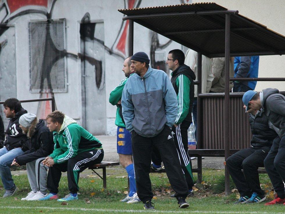 Domácí trenér Pícha. Fotbalisté Neplachova remizovali s Boršovem (pruhované dresy) 4:4.