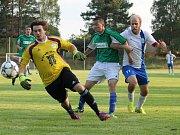 Rácik zasahuje V bílém hrající Dolní Bukovsko doma se Suchdolem (2:2) zachraňovalo bod gólem Jiřího Kliky v 89. minutě, kdy hrálo bez dvou vyloučených.