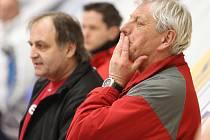 Jaroslav Jágr a Milan Kupka byli pro baráž pasováni do role trenérů - spasitelů, kteří mají dovést juniorku HC Mountfield k záchraně v extralize. Extraligové břehy už jsou na dohled!