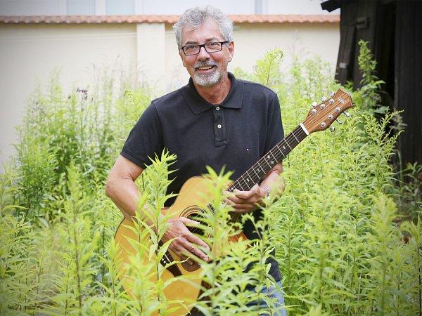 Zpívající právník Ivo Jahelka slaví 18.července 2014šedesáté narozeniny.