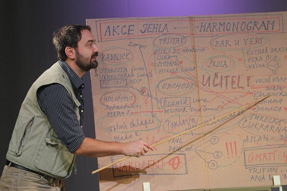 Jihočeské divadlo připravilo na 11. listopad premiéru hořké balkánské komedie Knězovy děti. Na snímku Petr Halíček.