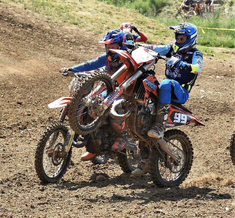 Před rokem juniorské mezinárodní mistrovství republiky v motokrosu v Jiníně začínalo.
