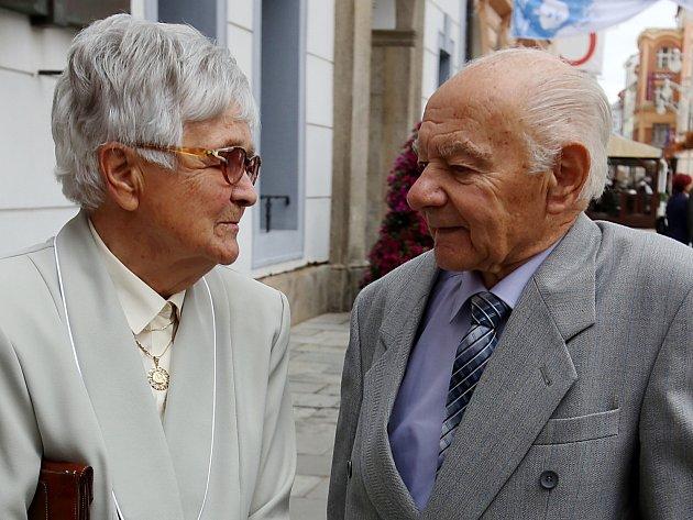 Zamilovaný pár si zopakoval své ano po 65 letech manželství
