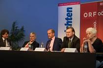 Účastníci debaty o vztazích s ČR.