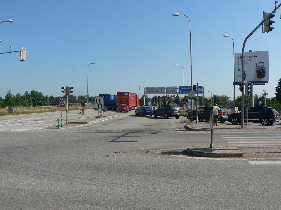 Dopravní omezení provázejí opravu mostu na křižovatce českobudějovických ulic Generála Píky a Nádražní. Ve směru od Lišova se na Nádražní neprojede.