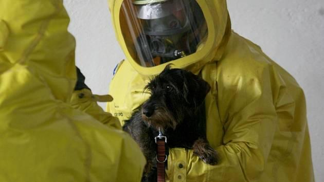 Vojenští veterináři pokračovali 13. června v boletickém výcvikovém prostoru v  námětovém cvičení s názvem Nákaza 2012. Tématem cvičení bylo podezření na vznik nebezpečné nákazy, odběry vzorků od zvířat v ochranných oděvech a ošetřování, případně dekontami