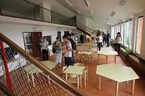 Rok trvající rekonstrukce Mateřské školy v Ledenicích dospěla zdárně do svého finále. Od září ji může navštěvovat až osmdesát dětí, což je o třicet víc než doposud. Těšit se mohou například z nového multifunkčního sálu.