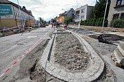Cestu do českobudějovické nemocnice dočasně komplikuje rozkopaná silnice.