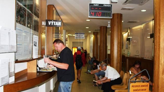 Na evidenci vozidel v Budějovicích byl dopoledne klid. Většina lidí po ranním kolapsu systému odešla pryč.