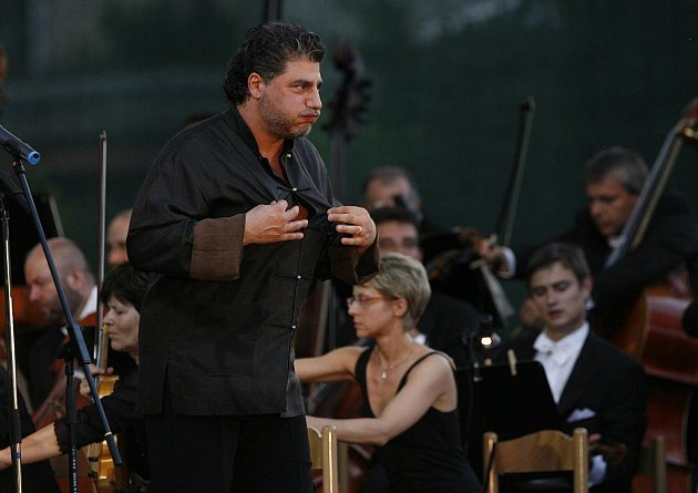 JOSÉ CURA oslnil publikum 16. července v Českém Krumlově při MHF. Argentinský tenorista se do města příští rok vrátí.