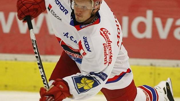 Rostislav Martynek (na snímku vpravo) by se měl brzy vrátit na extraligový led.
