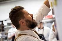 Provozovatelé gastronomický podniků skočili do letní sezony po hlavě.