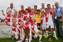 Jan Koller s vítězným týmem E.ON Junior Cupu 2016
