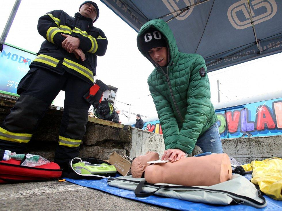 Na dva dny se zastavil v Českých Budějovicích Preventivní vlak, který má za úkol informovat hlavně studenty a mladé lidi o nebezpečích, která na železnici můžou potkat.
