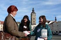 Sbírka ve prospěch Nadace pro transplantaci kostní dřeně se uskutečnila v Českých Budějovicích i na náměstí Přemysla Otakara II.