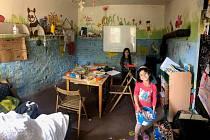 Prostor pro zábavu a doučování potřeboval před začátkem školního roku uklidit.