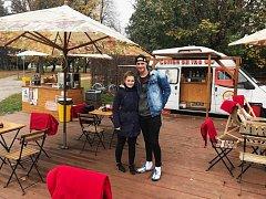 Na snímku majitel kavárny David Dvořák s barmankou Terezou Benešovou.