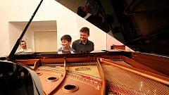 ZUŠ Piaristická uspořádala koncert svých žáků a jejich rodičů. Někteří dospělí oprašovali své hudební dovednosti, které už dlouhé roky nevyužívali.