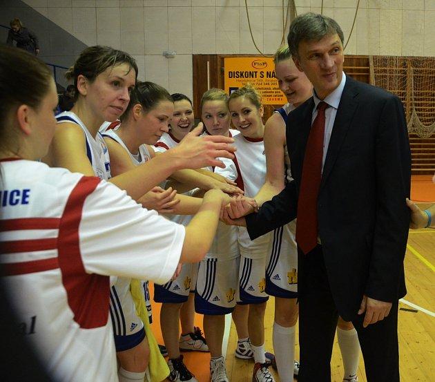 Strakonické basketbalistky pod novým trenérem Ivanem Benešem zvítězily a sobě i jemu udělaly velkou radost