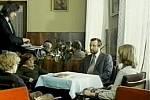 Obědová scéna vznikla v interiéru hotelu Otava v Písku. Je vidět charakteristické dřevěného obložení a obraz píseckého malíře Františka Romana Dragouna. Dveře vedou do recepce.