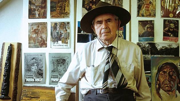 V pondělí 23. ledna uplyne 13 let od úmrtí Jaroslava Foglara. David Jan Žák připravuje na léto foglarovskou výstavu v Prachaticích - Foglar měl  silný vztah k jihu, v okolí Zátoně byl s oddílem dvakrát na táboře. Na snímku Foglar z roku 1990.