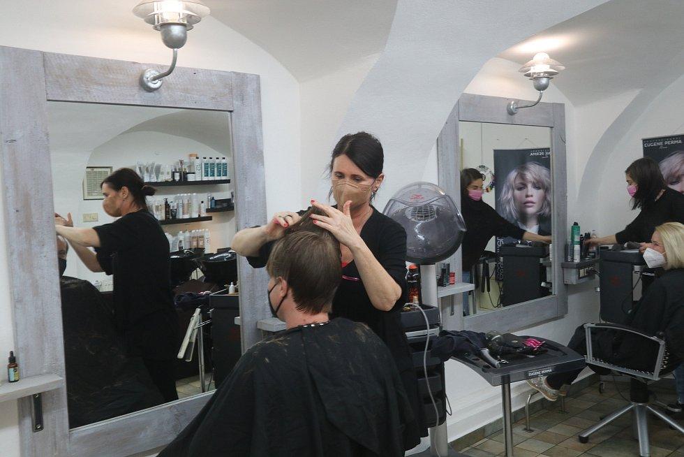 Kadeřnický salon MJ v Plachého ulici