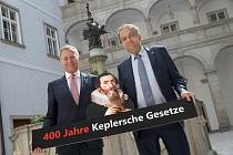 Kepler s hejtmanem Thomasem Stelzerem a rektorem Meinhardem Lucasem.
