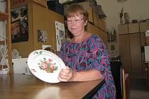 Jak je starý? Pracovními nástroji Nory Jelínkové jsou lupa a balicí papír. Jako kurátorka sbírek Jihočeského muzea tráví většinu času mezi cennými starožitnostmi.