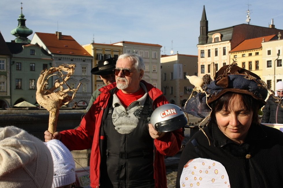 Symbolické putování po českobudějovických věžích patří již tradičně k silvestrovským akcím. Děti si je opět náramně užívaly.