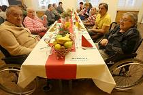 Český červený kříž uspořádal tradiční Štědrý den v předstihu.