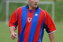 Tomáš Kůrka patřil loni k nejlepším útočníkům HC Mountfield a v klubu na něj budou hodně spoléhat i letos. V rámci letní přípravy se objevil také na fotbalovém trávníku.