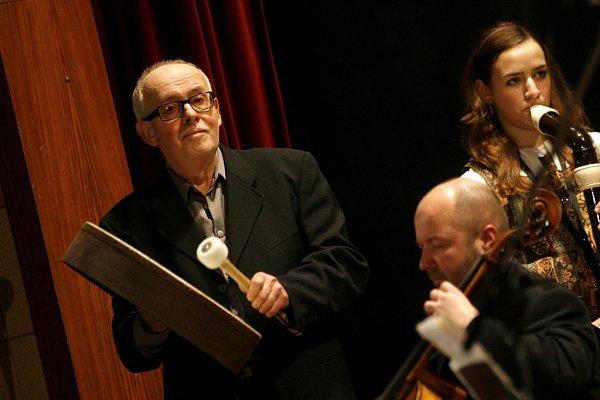 Tradiční vánoční koncert Třeboňských pištců, kteří zahrají 20.prosince vDivadle J. K. Tyla vTřeboni, bude letos bohatší oúčast Kolegia rozhlasových symfoniků a herce Jana Šťastného.
