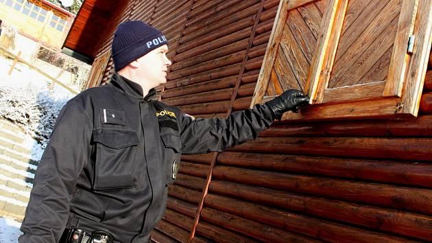 Kontroly chat a chalup během zimy provádějí policisté, všechny rekreační oblasti ale uhlídat nemohou.