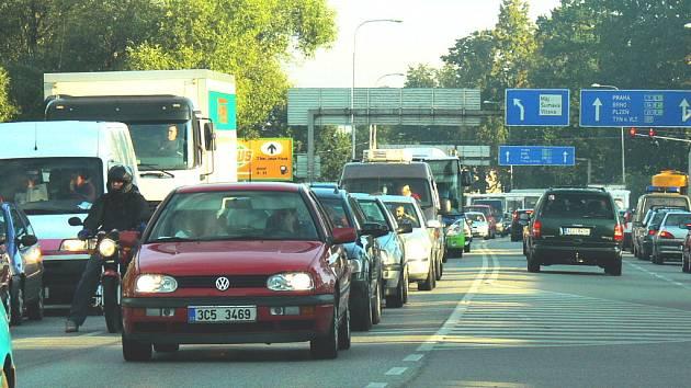 Dopravní situace na Dlouhé louce v Českých Budějovicích se možná brzy ještě víc zhorší.