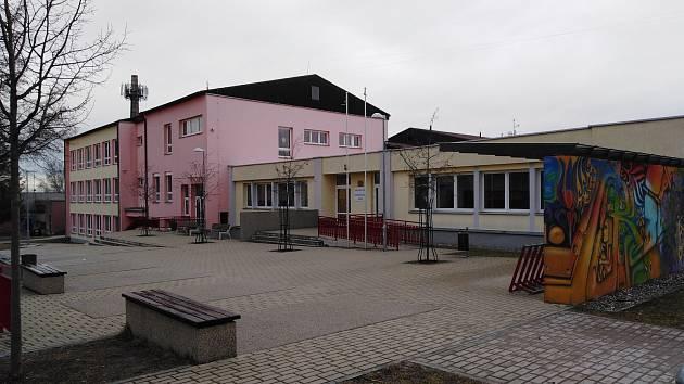Základní škola Lišov.